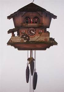Beautiful 3 weight German Musical Cuckoo Clock : Lot 105