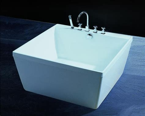 baignoire ilot pas cher salle de bain baignoire ilot empoli baignoire ilot carre 120x120