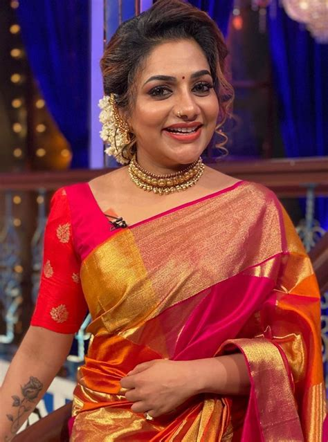 WATCH: Rimi Tomy's new workout style is VIRAL! - Malayalam ...