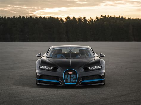 By all accounts, the chiron will be a beast to be reckoned with, bringing with it a top speed of 288 mph and the sleek, mean design. VIDEO: Bugatti Chiron Sets New World Record, Does 0-400-0 Kmph In 42 Seconds | Motoroids
