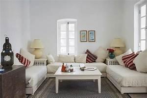 Salon moderne oriental d39inspiration marocaine for Tapis oriental avec canape connecte