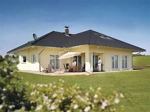 Haus Walmdach Modern : weber bungalow luxus haus bauen modern walmdach musterhaus modern moderne h user 2018 ~ Indierocktalk.com Haus und Dekorationen