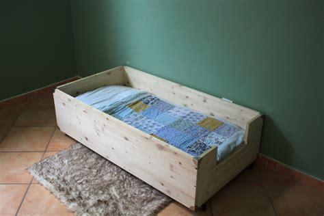 fabriquer un lit fabriquer lit enfant dormir matelas sans sommier literie