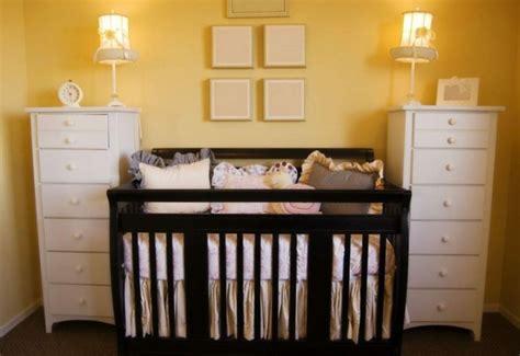chambre bébé noir et blanc chambre jaune moutarde et noir design de maison
