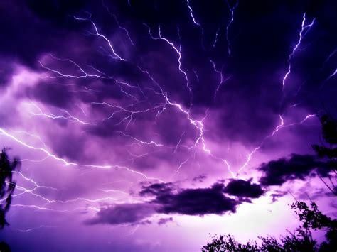 wallpaper lightning strikes