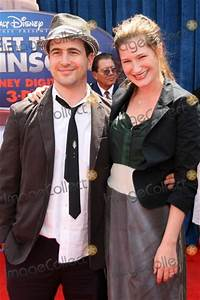 Kathryn Hahn Pictures and Photos
