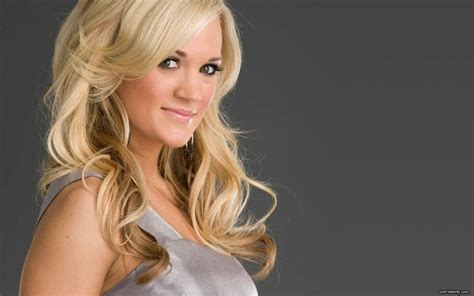 Carrie Underwood Hairstyle Wavy Hair Fashion Trends