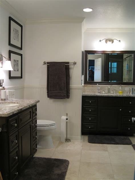 In This Bathroom, Tanbeige Is Dominant, With Pale Gray