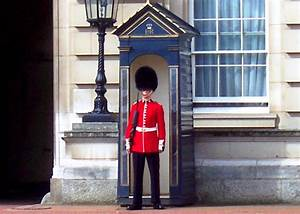 Panoramio - Photo of London, Buckingham Palace, Guard