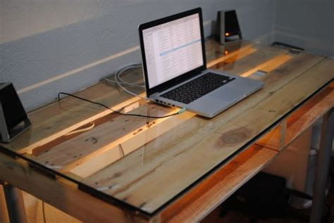 ordinateur bureau gamer pas cher 19 diy pallet desks a way to save and to
