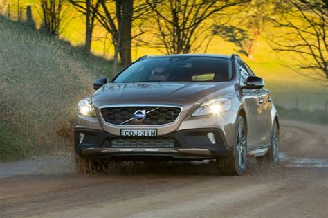 Gambar Mobil Volvo V40 Cross Country by Review Volvo V40 Cross Country 2013 On