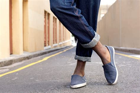 How To Keep Your Shoes From Smelling Without Socks Style