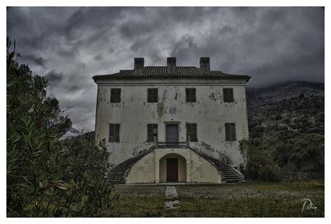 image in corsica maison qui fait de la peur