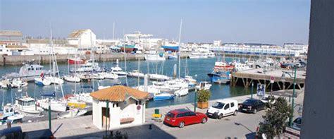 les services de l hotel restaurant du port un h 244 tel de