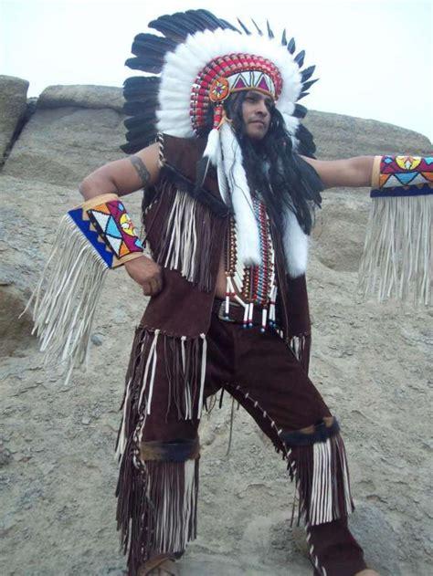 Venta de trajes de cueros y penachos de indios americanos