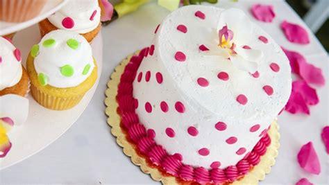 table rectangulaire de cuisine 10 idées de déco pour vos gâteaux d 39 anniversaire