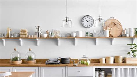 etagere murale pour cuisine dans cette cuisine épurée les 4 idées à retenir