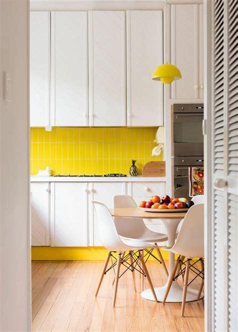 table de cuisine fix馥 au mur cool cuisine avec un carrelage mural jaune sauvegarder with table de cuisine fixe au mur