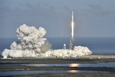 spacex  successfully launched  falcon heavy rocket