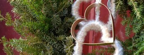 jeep christmas wreath a salvaged wreath for valentine 39 s day our new jeep