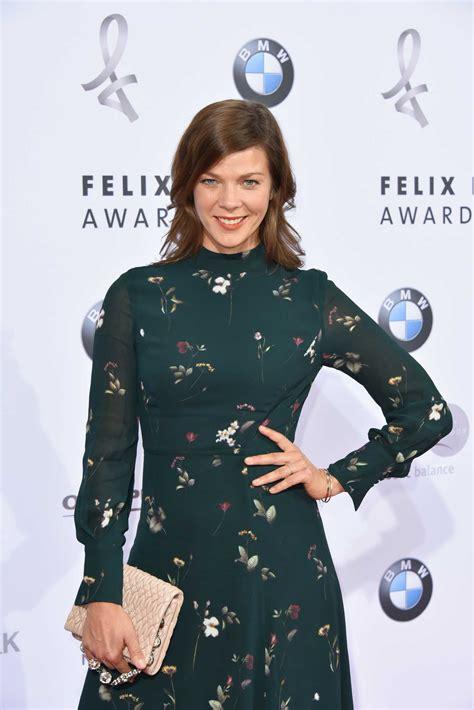 She is an actress, known for romy (2009), nichts bereuen (2001) and buddenbrooks (2008). Jessica Schwarz Attends 2019 Felix Burda Awards in Berlin ...