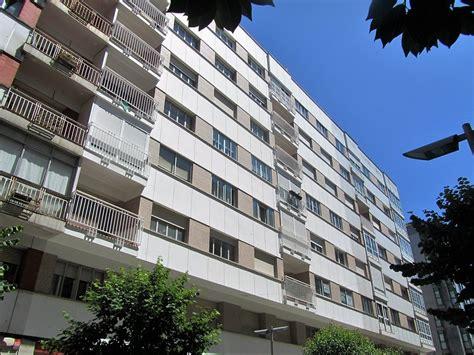 Edificio dotado de viviendas de alquiler de 1 dormitorio, cuenta con una plaza de garaje. Alquiler piso en Santiago de Compostela, Galicia con ...