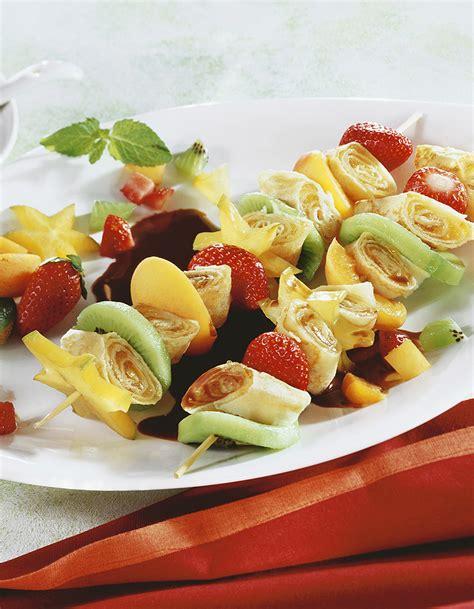 la cuisine des chefs brochettes de crêpes et de fruits au chocolat pour 5