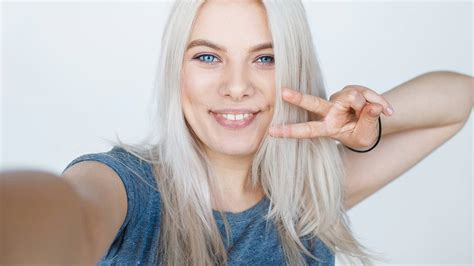dye  hair blonde  home loreal paris