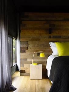 Deco Chambre Bois : couleur jaune pour deco chambre lambris bois rideaux gris ~ Melissatoandfro.com Idées de Décoration