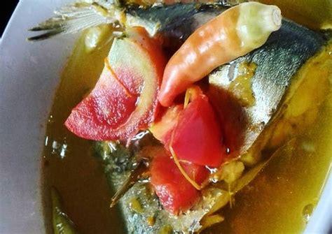 Sesuai namanya sajian ini berwarna kuning cenderung oranye yang berasal dari rempah kunyit. Resep Pindang Kuah Kuning (ikan kembung) oleh Intan Sapitri - Cookpad