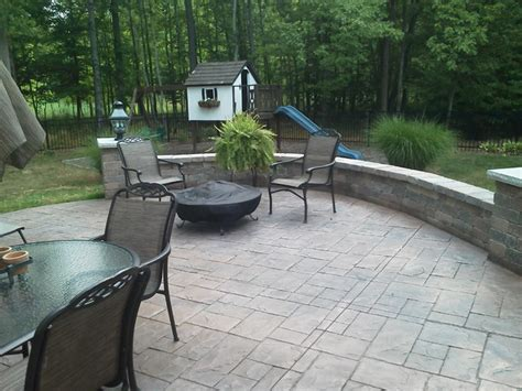 colored sted concrete patio sitting wall