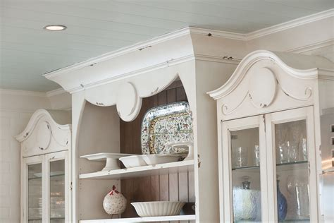 Mullet Cabinet ? Whimsical Disney Inspired Kitchen