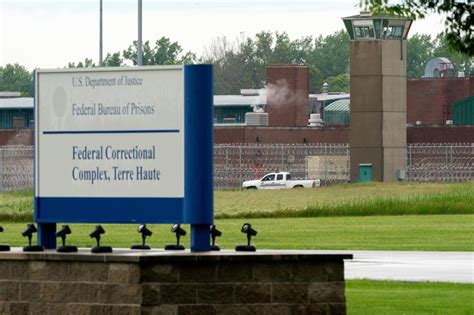 U.S. judge delays executions of two men on federal death ...