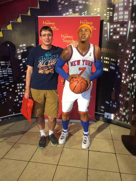 Con un basketbolista de la NBA.   Tussauds, Sports jersey ...