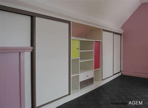 amenagement chambre sous comble rangements sous pentes et escaliers placard et dressing