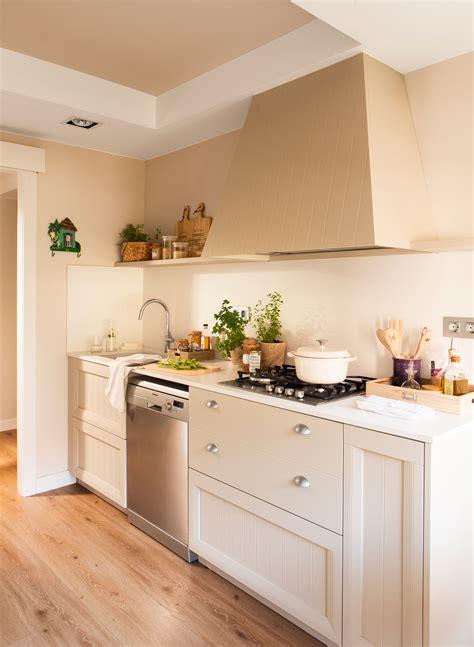 una cocina pequena  mucho orden   office