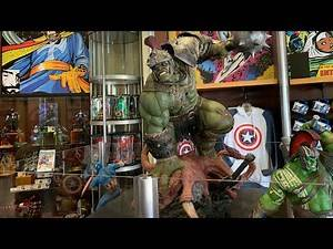 Sideshow Gladiator Hulk and Other Amazing Statues at Comic Shop in Islands of Adventure