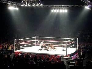 WWE Raw Live Tour - Layla vs Eve Torres (WWE Divas Championship)