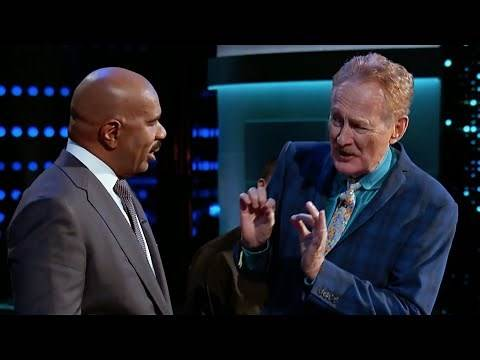 Steve Harvey Gets Tie Stolen by Pickpocket Bob Arno