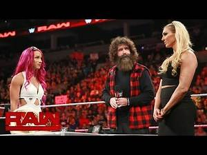 Sasha Banks vs. Charlotte Flair – Hell in a Cell Match Vertragsunterzeichnung: Raw, 24. Oktober 2016