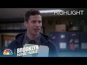 Brooklyn Nine-Nine - Jake Updates Amy on the Case (Episode Highlight)