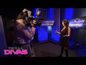 Rosa Mendes becomes a backstage social media correspondent: Total Divas, March 1, 2016