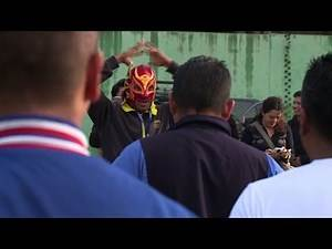 Pro wrestlers train police in rough parts of Mexico City