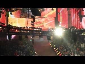 Hulk Hogan Entrance at Raw 4/7/14