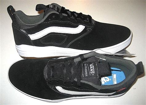 'Ultrarange Pro' Sneakers (Black/White) Men's Suede Classic Skate Shoes