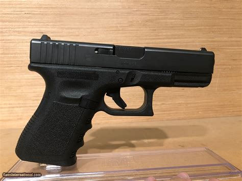 Review Of The Glock 19 9mm Compact Handgun
