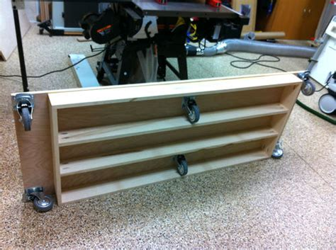 2009-Woodworkers-Journal-Outfeed-Table