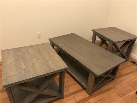 2x4-Coffee-Table-Diy
