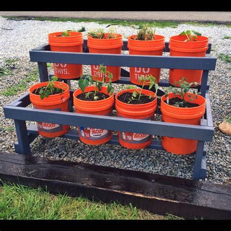 5-Gallon-Bucket-Garden-Plans