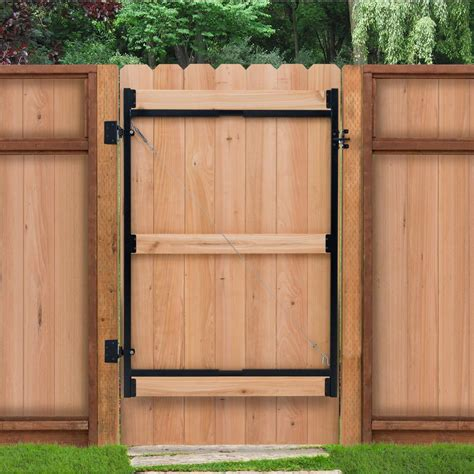 Adjustable Outdoor Fence Gates